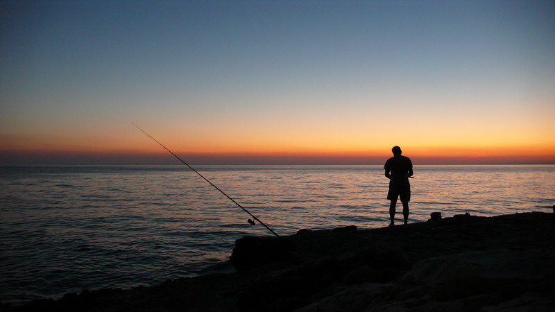 canva-person-fishing-during-sunset-MADGyMLoPgo