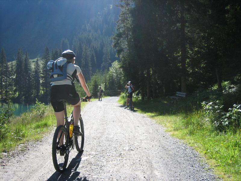 canva-cycling,-bike,-away,-transalp,-sport-MACVci38EVg