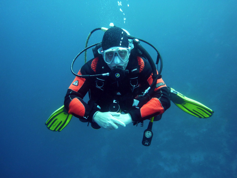 canva-divers,-scuba-divers,-diving,-underwater-MACV4Bf5NFU