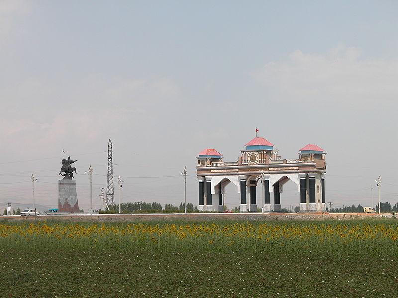 800px-Въезд_в_Джалал-Абад_(Киргизия)