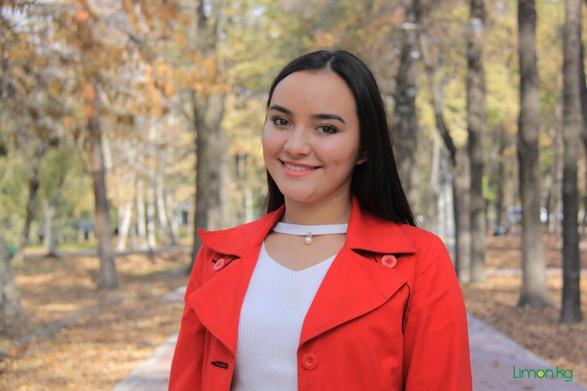 Шаадат Салимова, 17 лет, студентка,