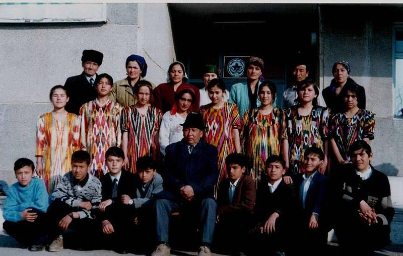 800px-Uzbek_Gymnasium,_First_Group_of_Students