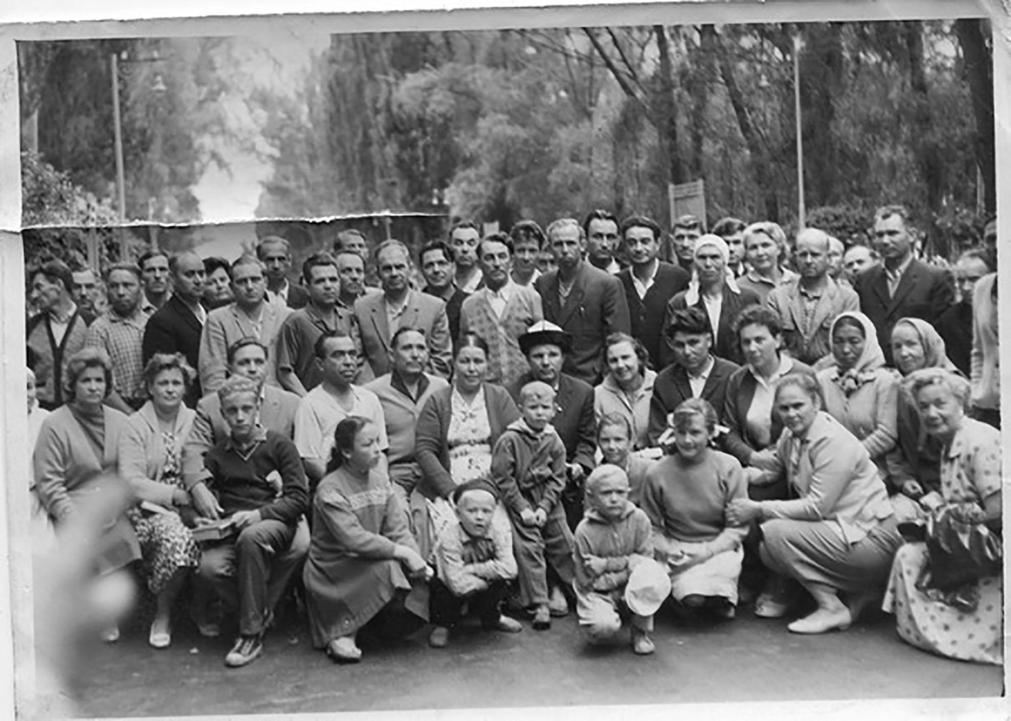 Гагарин-в-Киргизской-СССР-1
