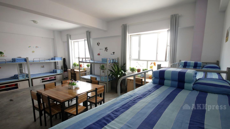Одна из комнат в общежитии.