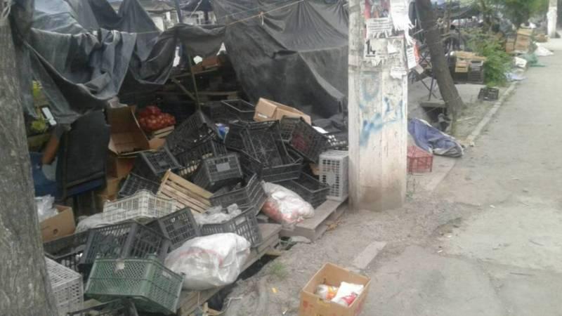 На ул.Ауэзова уличные торговцы оставляют горы мусора, - горожанин Нигмат