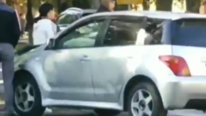 На Молодой Гвардии произошло ДТП с участием двух машин. Видео с места аварии