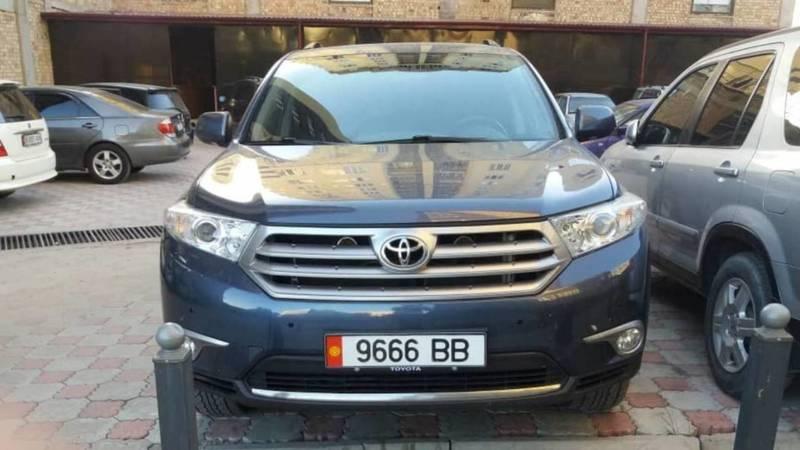 В Бишкеке замечена «Тойота» с подложными номерами. Фото