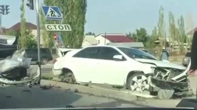 На Южной магистрали произошло ДТП с участием трех машин. Видео с места аварии