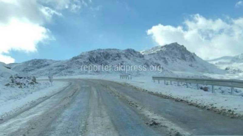 Видео — Ночью на перевале Отмок пошел снег