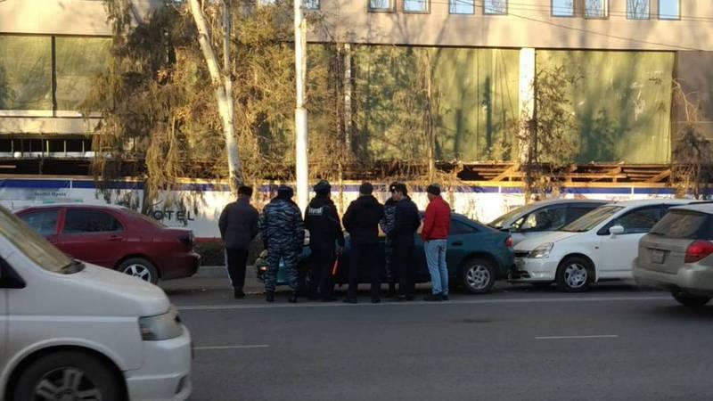 На Манаса-Московской произошло столкновение трех авто, очевидец (фото)