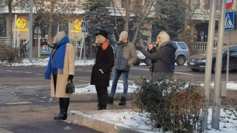 Выяснилось, почему на улицах Бишкека люди ходили в противогазах