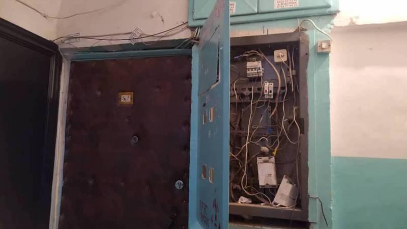 В доме №66 в 4 мкр электрощитовая постоянно стоит открытой, - житель