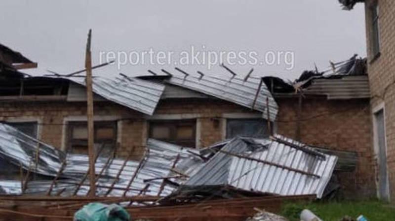 Ветер снес крышу школы в Сокулукском районе: Школа с 2015 года не работает и находилась в аварийном состоянии, - ответ МЧС
