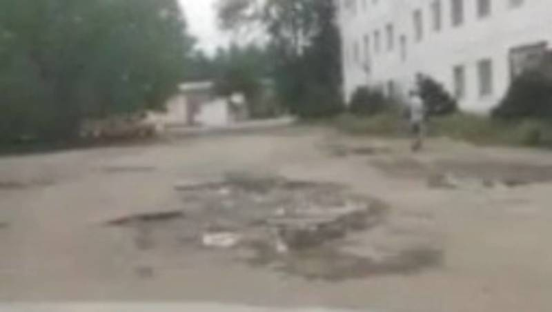 Житель Токмока жалуется на состояние дороги по ул.Ленина. Видео