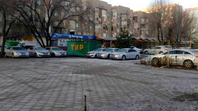 Мэрия ответила на вопрос бишкекчанки о законности автостоянки в мкр Тунгуч