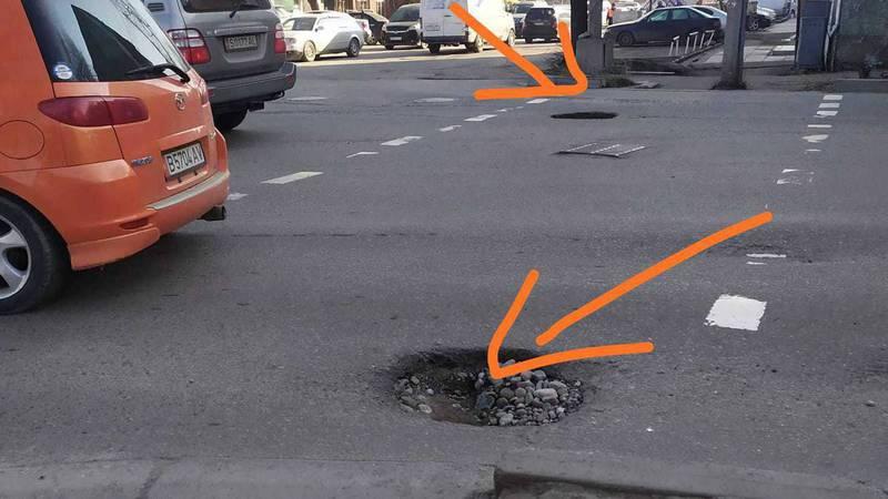 Ямы на улице Жукеева-Пудовкина создают аварийные ситуации, - бишкекчанка