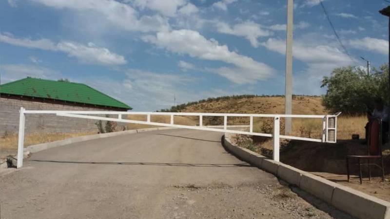 Законно ли установили шлагбаум перед фисташковой рощей в селе Орто-Сай и собирают по 100 сомов? - горожанин