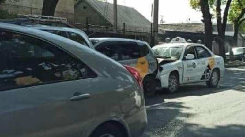 На ул.Абдрахманова произошло ДТП с участием 4 машин. Фото очевидца
