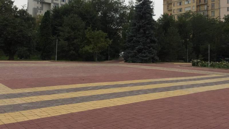 Когда в парке имени Горького поставят скамейки и урны? - горожанин