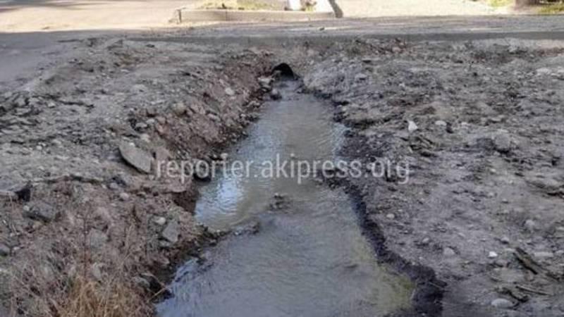 «Бишкекасфальтсервис» не планирует ремонт арыка и тротуара на ул.Табышалиева