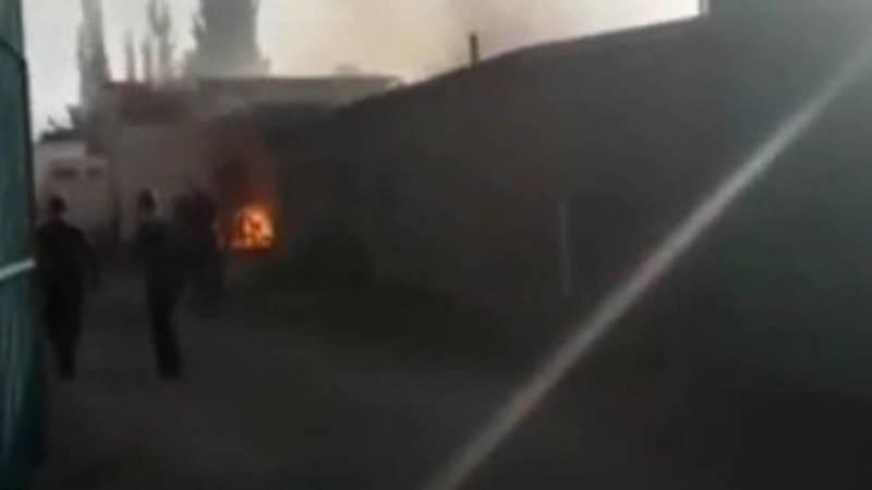 В селе Новопокровка сгорел дом. Видео очевидца
