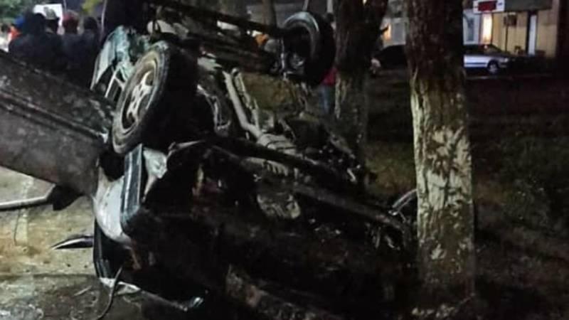В Нарыне на ул.Ленина перевернулся автомобиль