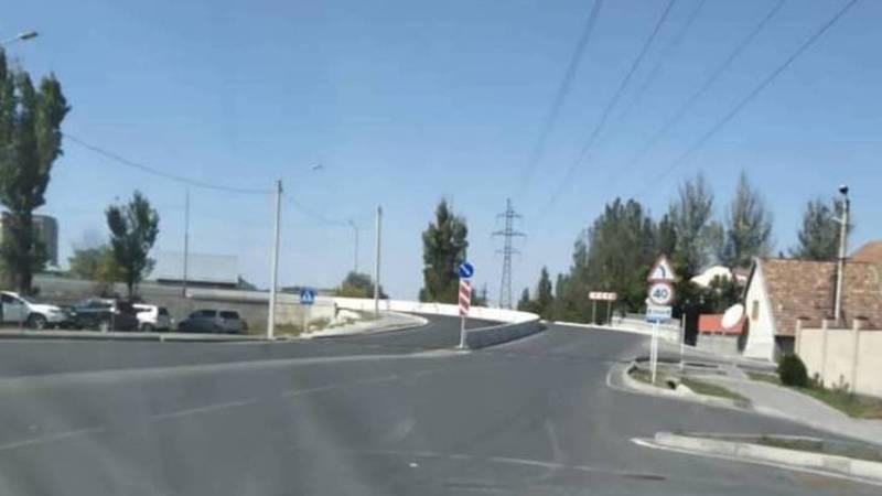 Зачем нужен «лежачий полицейский» перед мостом на ул.Медерова? - горожанин