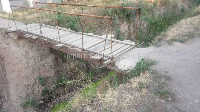 В Токмоке на ул. Ибраимова демонтируют самовольно установленные мосты, - мэрия г.Токмок