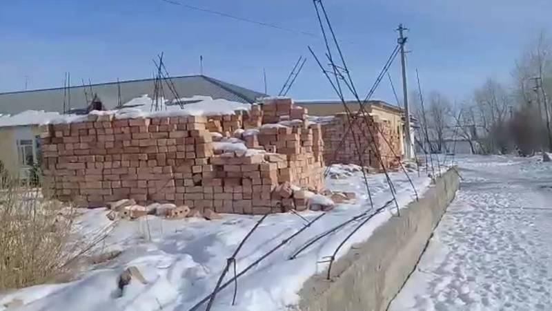 В селе Кара-Булун уже несколько лет не могут закончить строительство школьной столовой, - житель