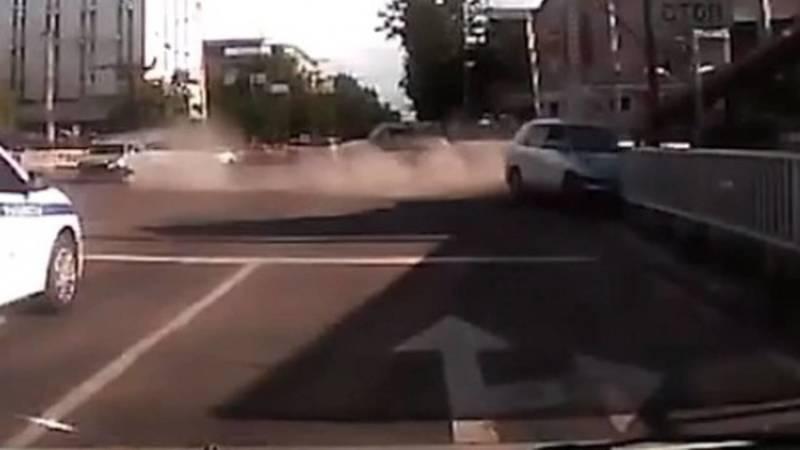 Момент аварии на Чуй-Абдрахманова. Видео