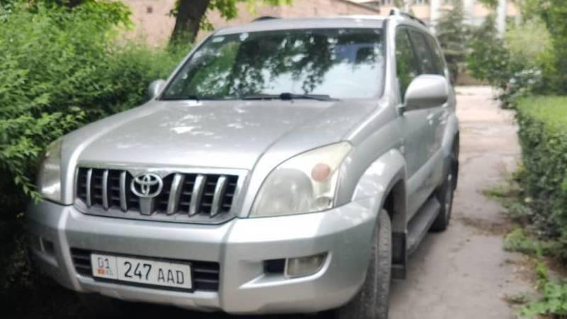 Водитель припарковал Toyota Land Cruiser на тротуаре нацгоспиталя, - очевидец. Фото