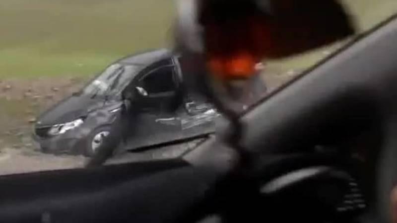На перевале Ала-Бель машина слетела с дороги. Видео