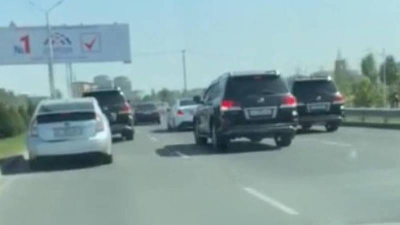 На Южной магистрали кортеж из «Крузаков» блокировал движение, - очевидец