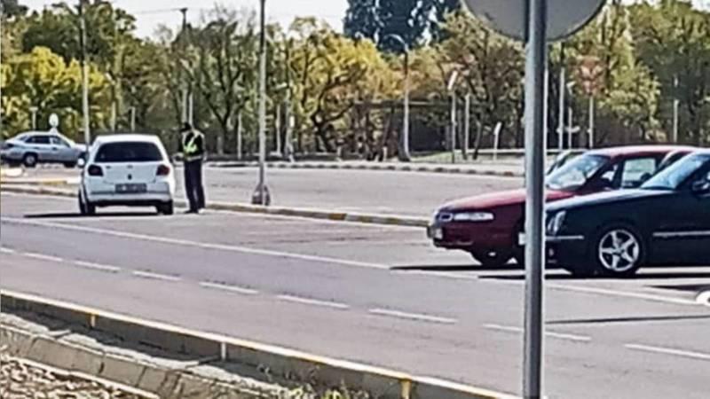 Сотрудники патрульной милиции каждое утро останавливают машины в парке «Адинай», - очевидец