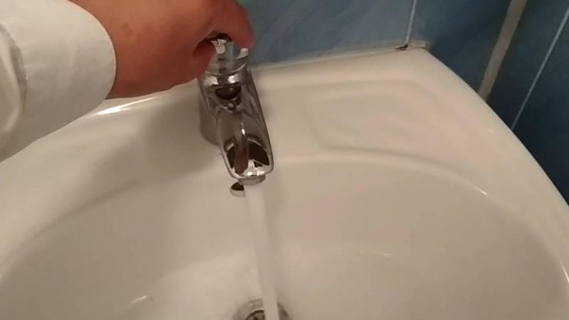 В доме №303 на ул.Мичурина в селе Лебединовка с апреля нет холодной воды, - житель