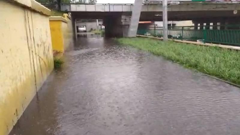 Дождь топит улицы в Бишкеке. Видео, фото