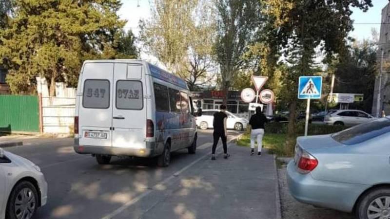 Некоторые маршрутки и автобус №8 проезжают по ул.Чокморова, нарушая маршрутный лист, - горожанин