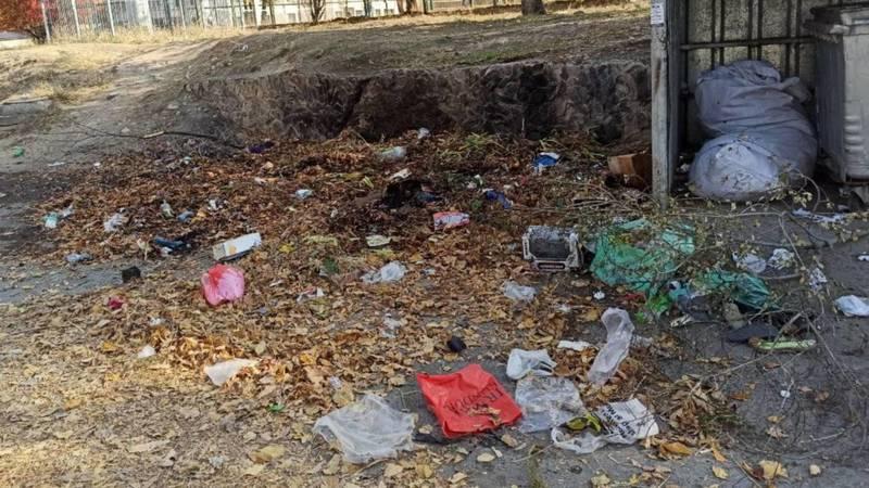 Горожанин жалуется на мусор в 4 мкр