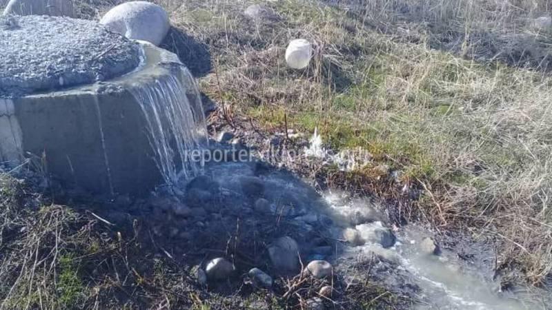 В селе Таш-Добо Аламединского района произошла авария на канализационных сетях (фото)