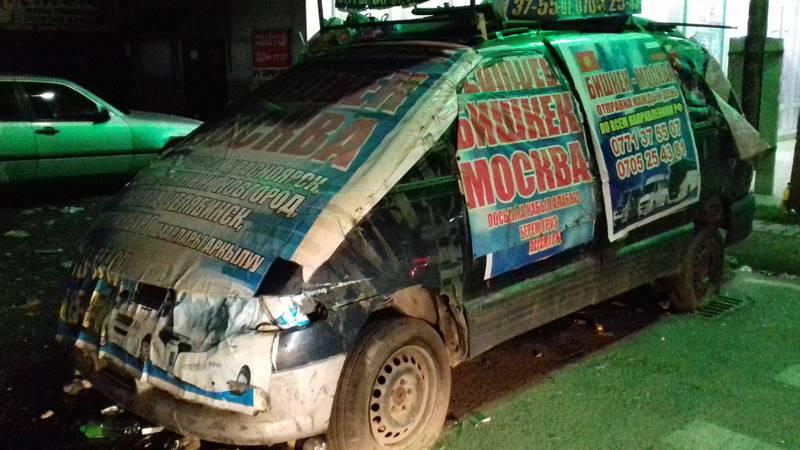 Горожанин просит убрать аварийную машину с перекрестка на Кулиева-Пушкина