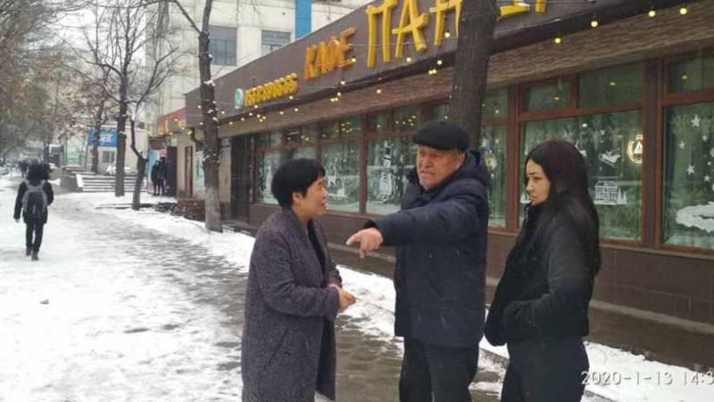 Мэрия прокомментировала сообщение горожанина о парковке машин на газоне на ул.Гоголя