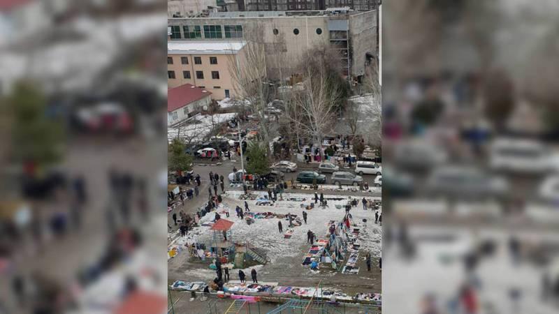 Бишкекчанин жалуется на блошиный рынок в 7 мкр. Фото