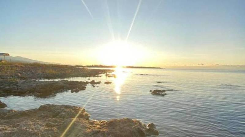 Невероятно красивый рассвет на озере Иссык-Куль
