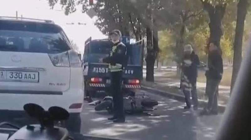 На проспекте Чуй мотоциклист врезался в «Портер». Видео с места аварии