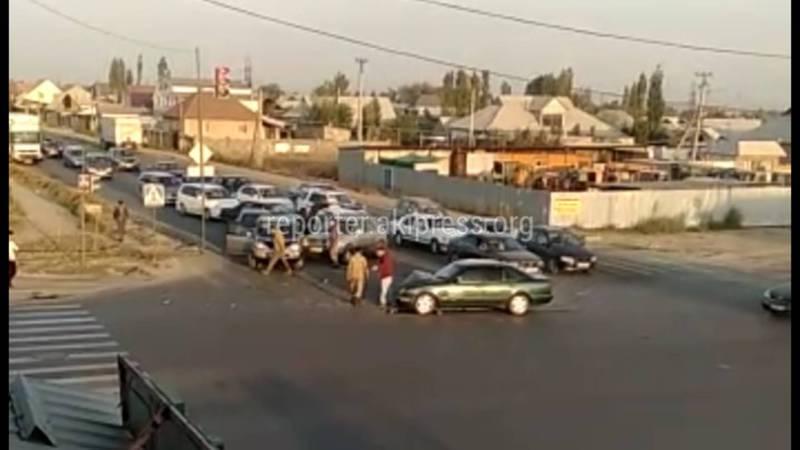 На Ахунбаева-Чортекова произошло ДТП с участием двух машин (видео)