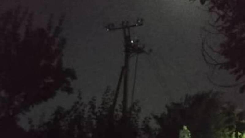 В городке Красный строитель третьи сутки нет электричества, - местная жительница. Видео