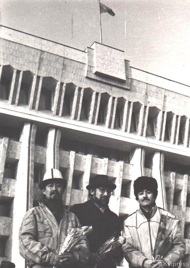 Авторы флага Кыргызской Республики