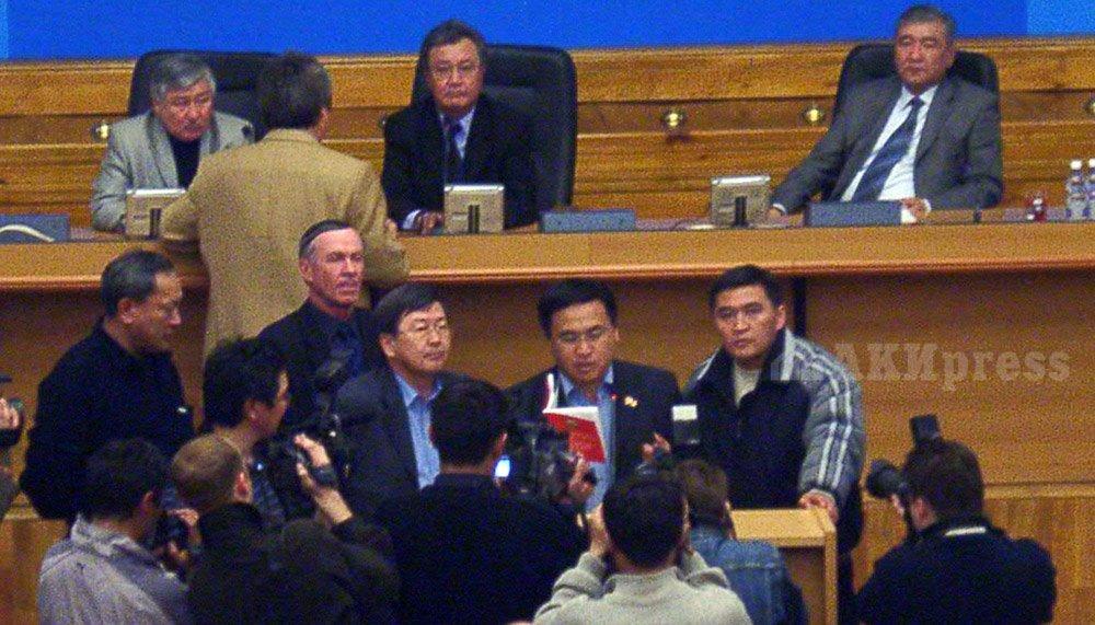 24 марта 2005 года. Жогорку Кенеш. Сатыбалдиев, Иманалиев, Ташиев, Байло / Фото АКИpress