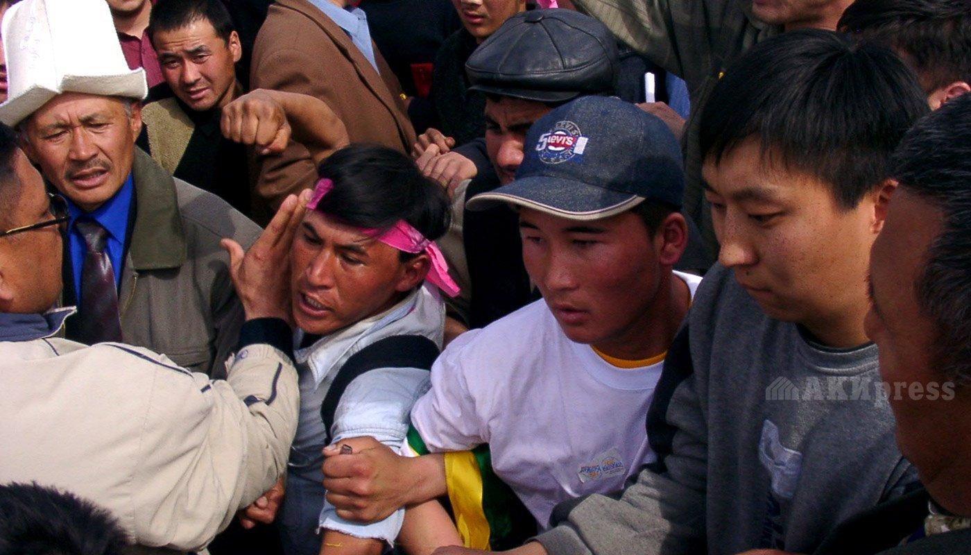 24 марта 2005 года. Митинг на площади Ала-Тоо / Фото АКИpress