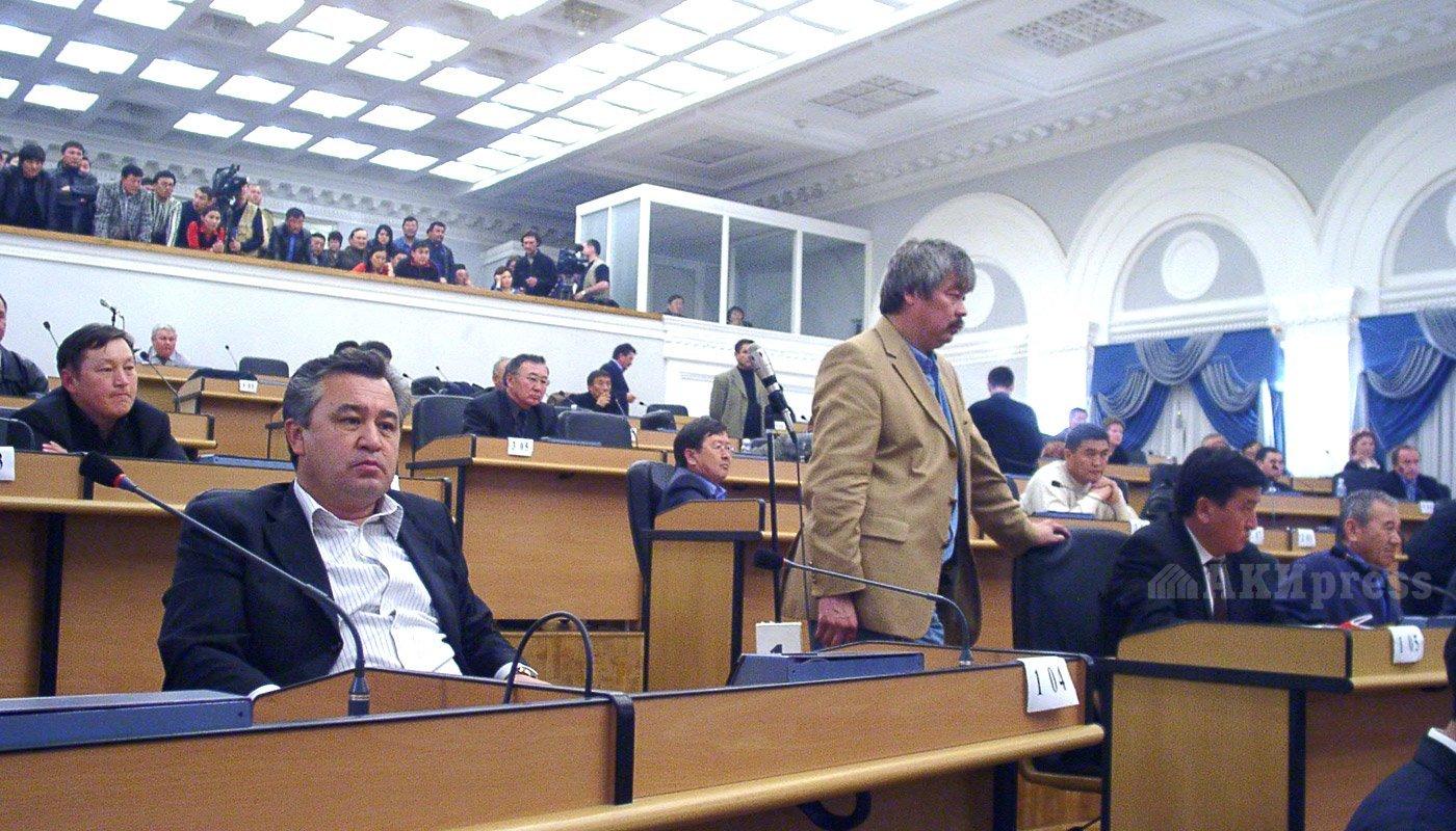 24 марта 2005 года. Жогорку Кенеш. Омурбек Текебаев, Арслан Малиев / Фото АКИpress